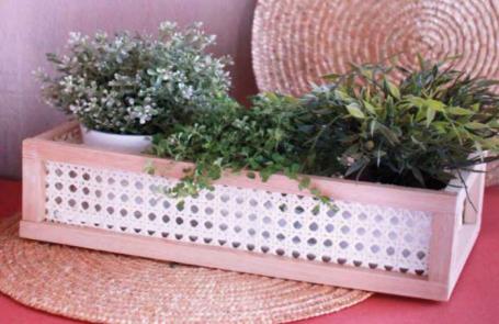 Jardinière en bois et cannage